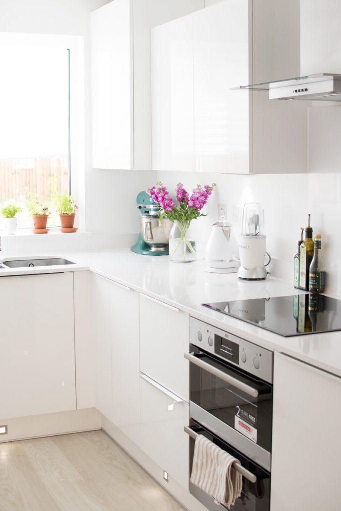 cozinha minimalista branca