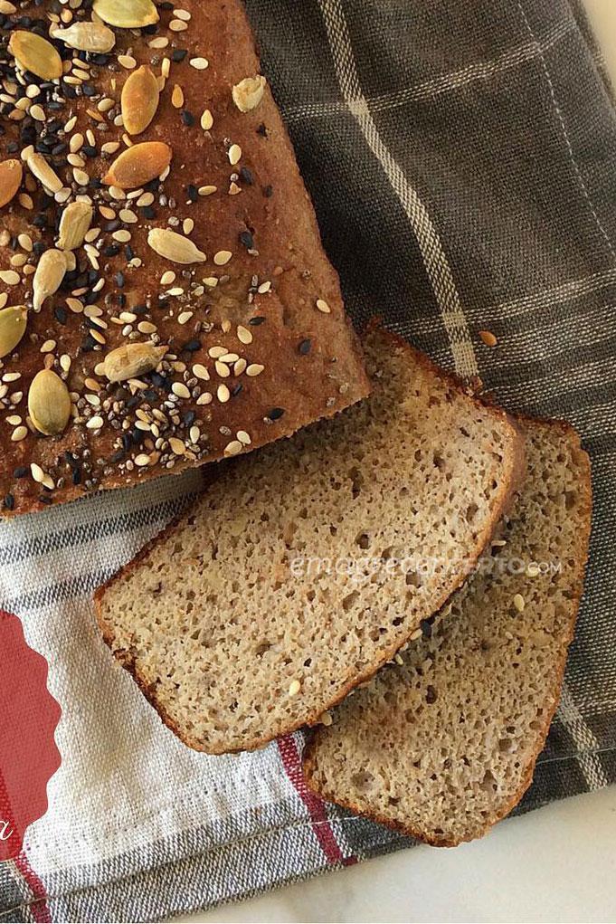 Pão de forma low carb com sementes